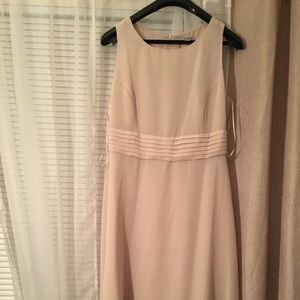 Dresses & Skirts - Beautiful cream dress that flows